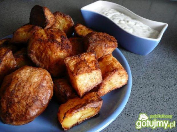 Pieczone ziemniaczki z dipem czosnkowym