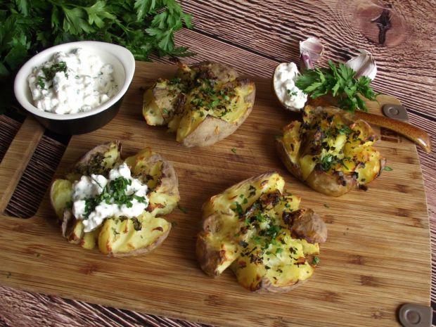 Pieczone ziemniaki z twarożkiem czosnkowym