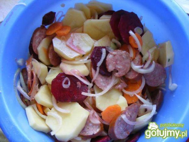 Pieczone ziemniaki z warzywami.