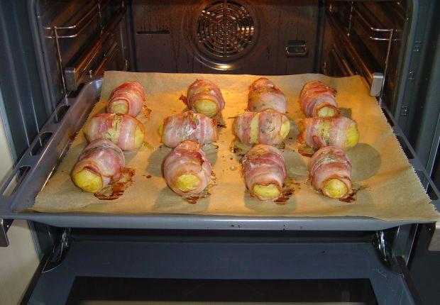 Pieczone ziemniaki z ziołami i tostowym serem