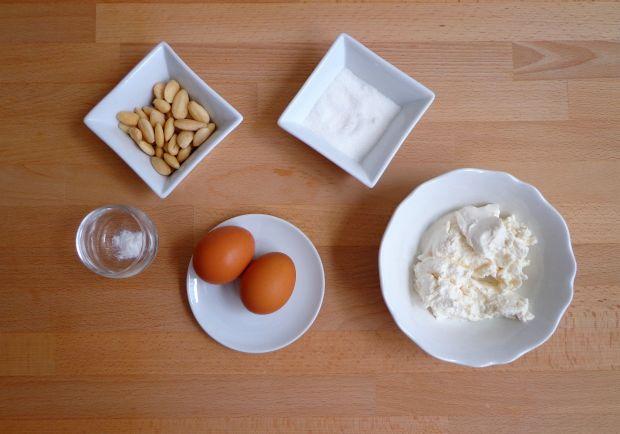 Pieczony budyń z ricotty i migdałów bez glutenu