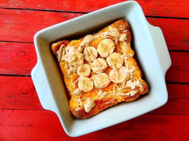 Pieczony naleśnik z bananami i karmelową czekoladą