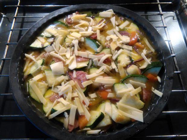 Pieczony omlet z warzywami, szynką  i serem