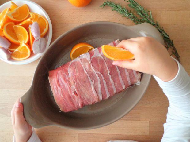 Pieczony schab z szynką parmeńską i pomarańczami