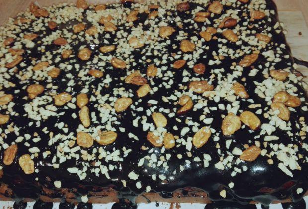 Piernik z orzechami ziemnymi