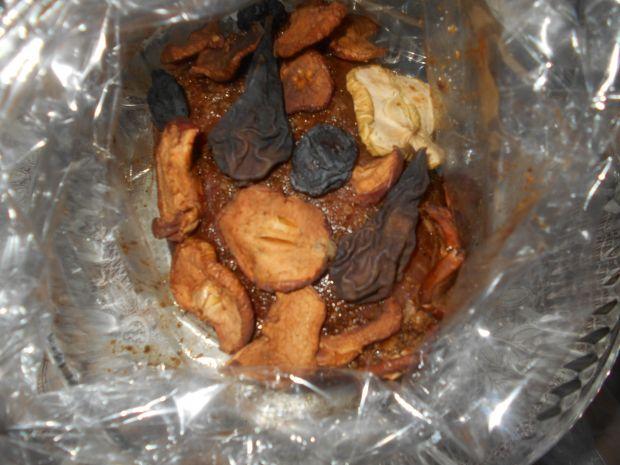 Piernikowa szynka z wędzonymi owocami