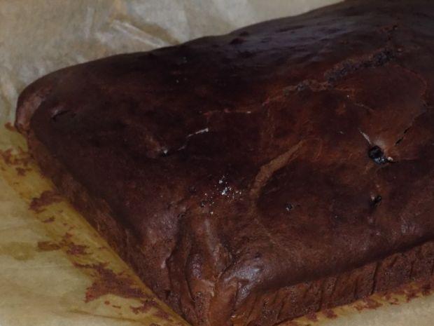 Piernikowe ciasto bez jajek z suszonymi śliwkami