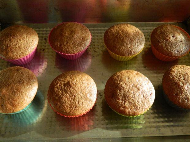 Piernikowe muffinki z kremem malinowym