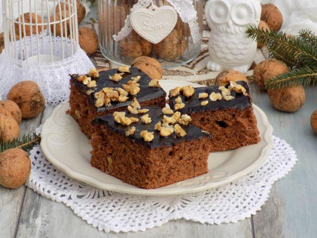 Piernikowo-miodowe ciasto z polewą czekoladową