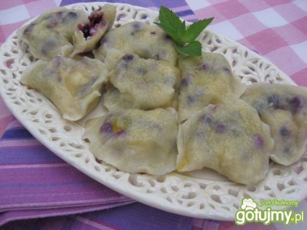 Pierogi z białym serem i jagodami