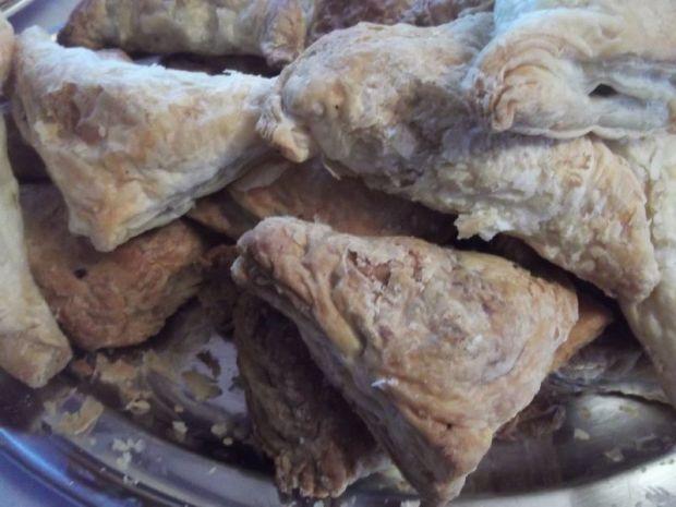 Pierogi z ciasta francuskiego z ziołami i chorizo