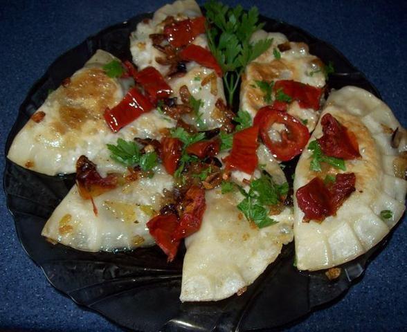 Pierogi z grzybami i suszonymi pomidoram