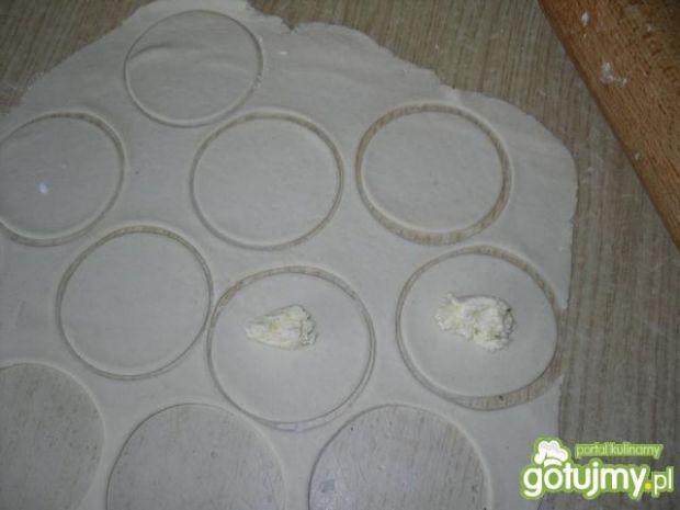 Pierogi z serem w sosiem malinowym