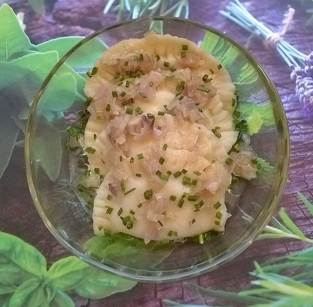 Pierogi z ziemniakami, fetą i cebulą