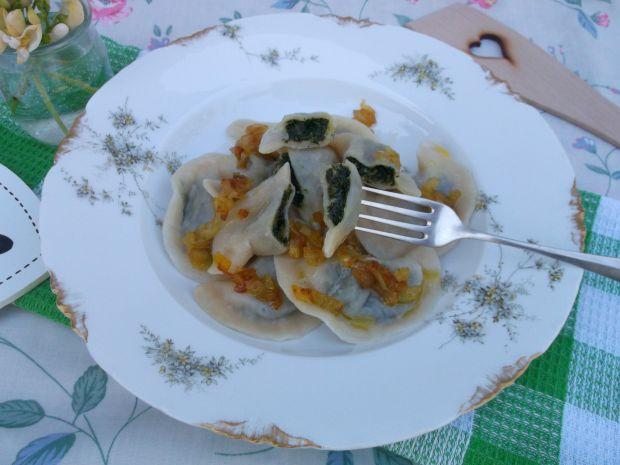 Pierogi ze szpinakiem i serem żółtym