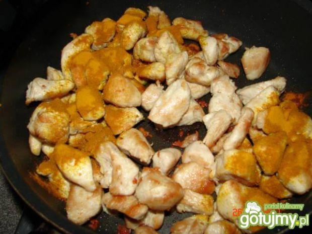 Pierś indyka w sosie kurkumowym