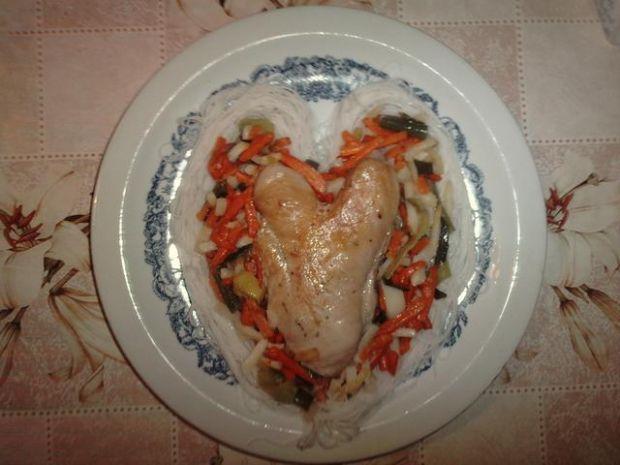 Pierś  kurczaka  na warzywach.