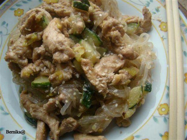 Pierś teryiaki z makaronem ryżowym