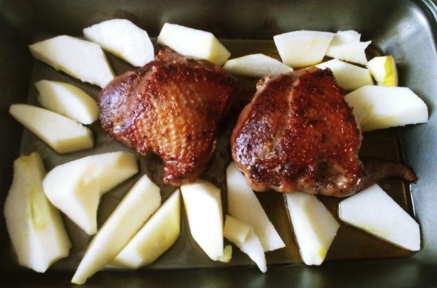 Pierś z gęsi pieczona z jabłkami