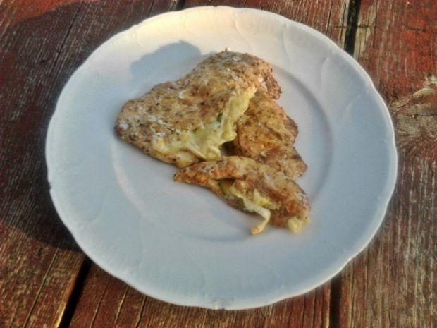 Pierś z kurczaka grilowana z cukinią i serem pleśn