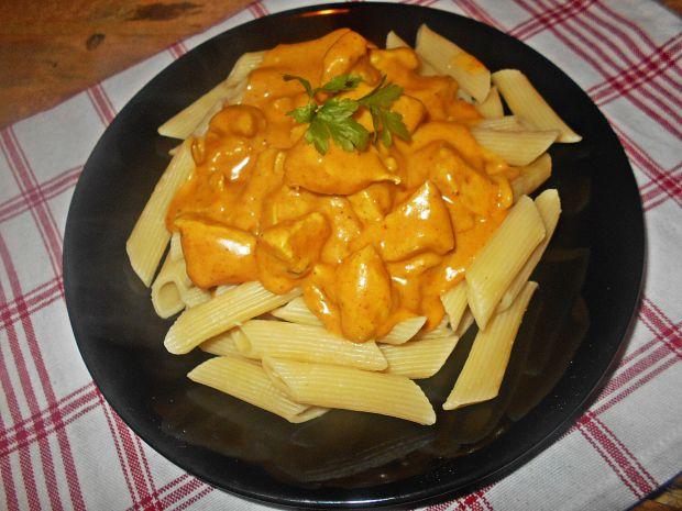 Piers Z Kurczaka W Serowym Sosie Curry