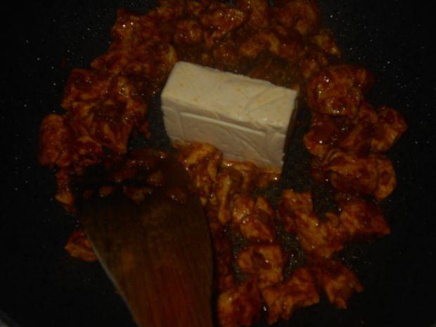 Pierś z kurczaka w serowym sosie curry
