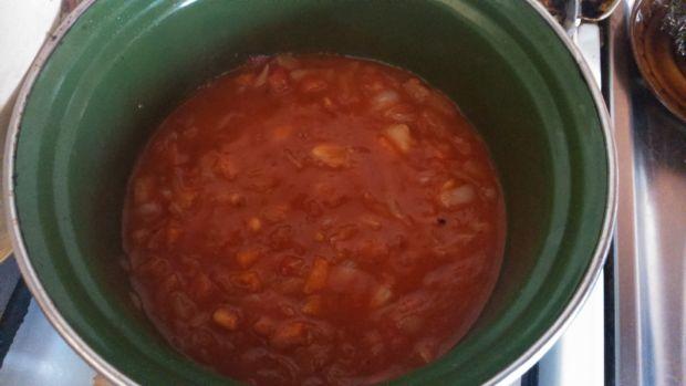 Pierś z kurczaka w sosie pomidorowym z makaronem
