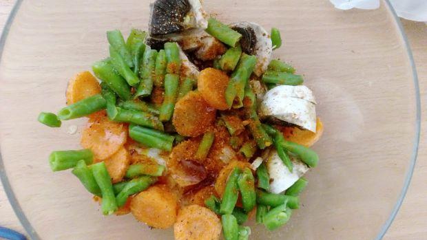 Pierś z kurczaka z warzywami pieczona w papilotach