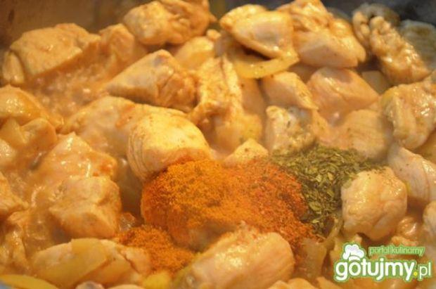 Piersi kurczaka w ziołowym sosie