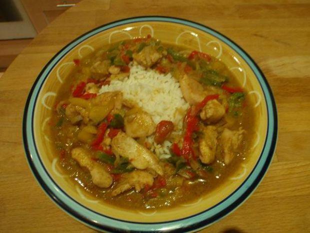 Piersi w tajskim sosie z zielonego curry