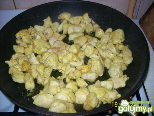 Piersi z kurczaka w sosie śmietanowym.