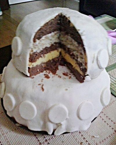 Piętrowy tort z lukrem plastycznym