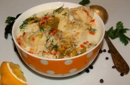 Pikantna zupa kalafiorowa z imbirem