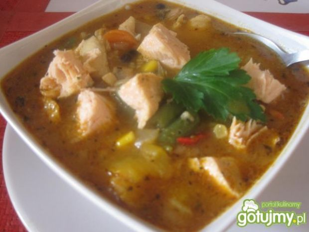 Pikantna zupa rybna z ryb mieszanych