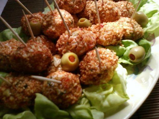 Pikantne kulki serowe z oliwkami