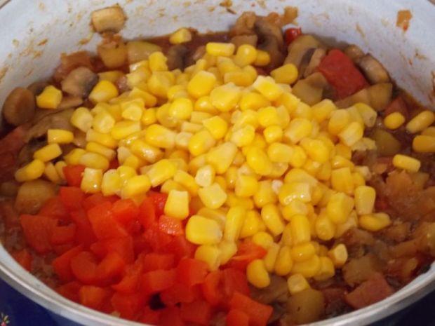 Pikantne leczo z kukurydzą