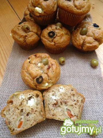 Pyszne, wytrawne muffiny z fetą i oliwkami