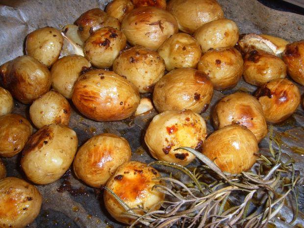 Pikantne pieczone młode ziemniaczki