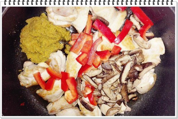 Pikantny kurczak Eli z zielonym curry