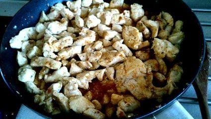 Pikantny kurczak w sosie własnym