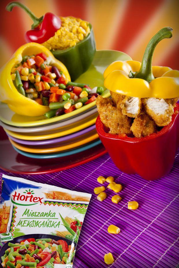 Pikantny kurczak z warzywami i puree kukurydzianym