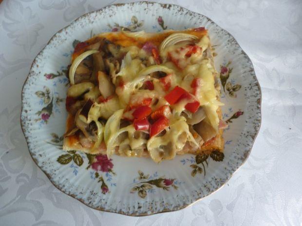 Pizza domowa z papryką