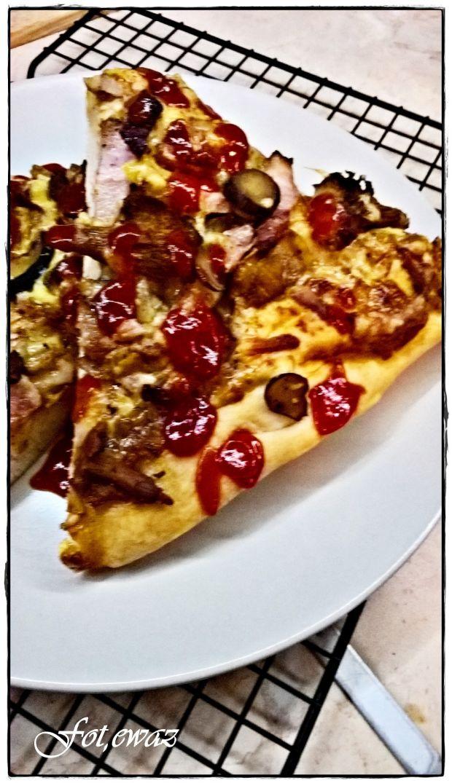 Pizza na grubym cieście z grzybami