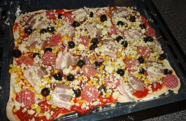 Pizza na włoskim cieście