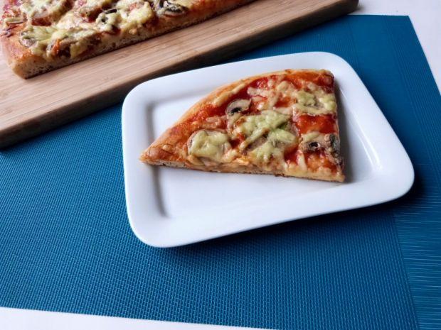 Pizza na wodzie mineralnej