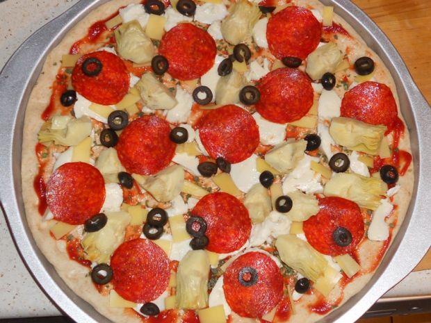 Pizza orkiszowa z karczochami
