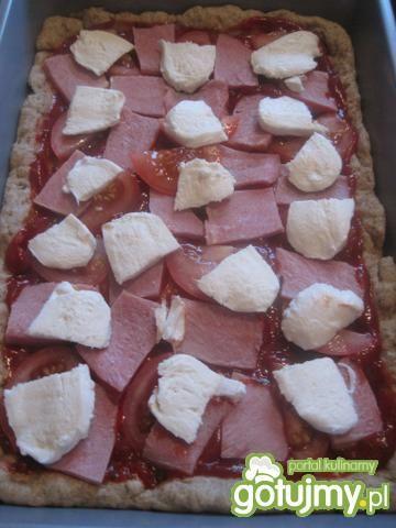 Pizza pełnoziarnista z dodatkami