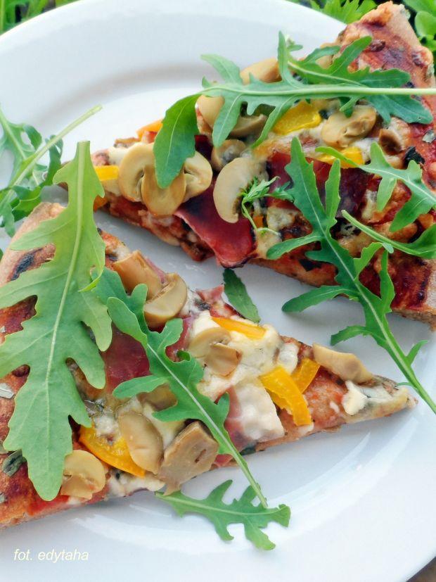 Pizza pełnoziarnista z pieczarkami