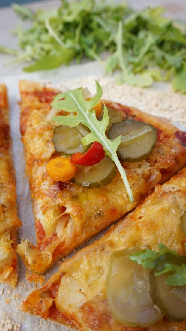 Pizza 'polska' z ziemniakami, boczkiem i cebulą