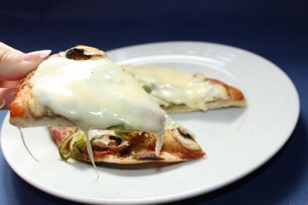 Pizza rewelacja z dwoma rodzajami łososia